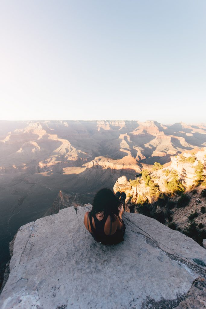 usa : nathalie devant le grand canyon