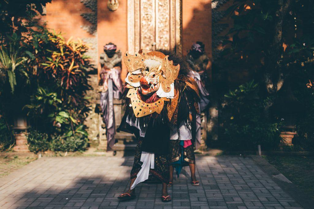 visiter bali fete traditionnelle ubud