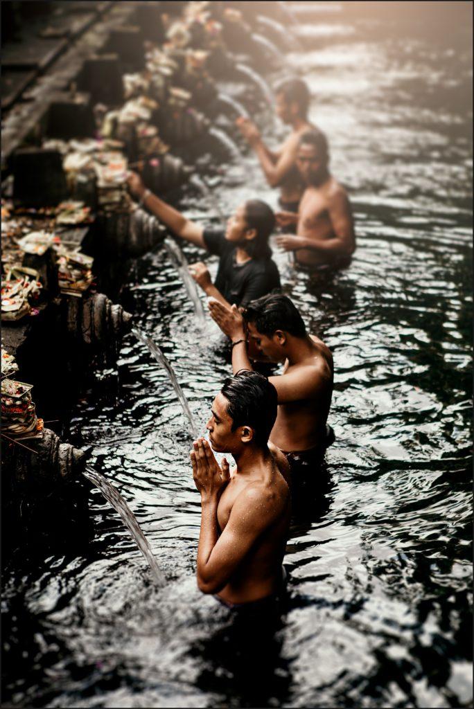 visiter bali temple tirta empul prières