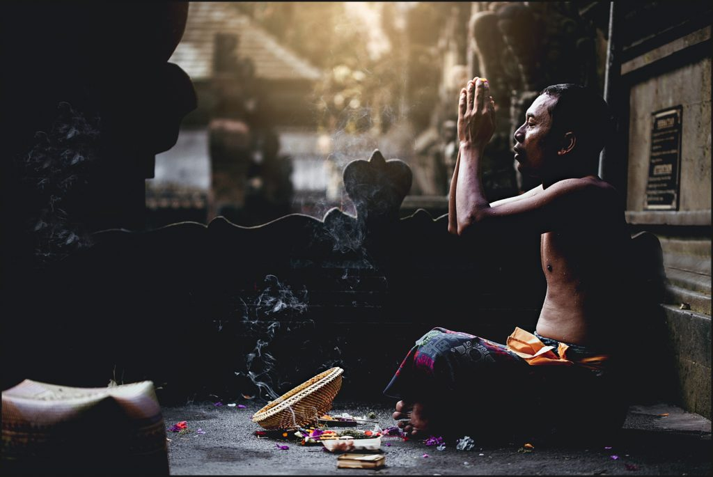 visiter Bali prière au temple tirta empul ubud