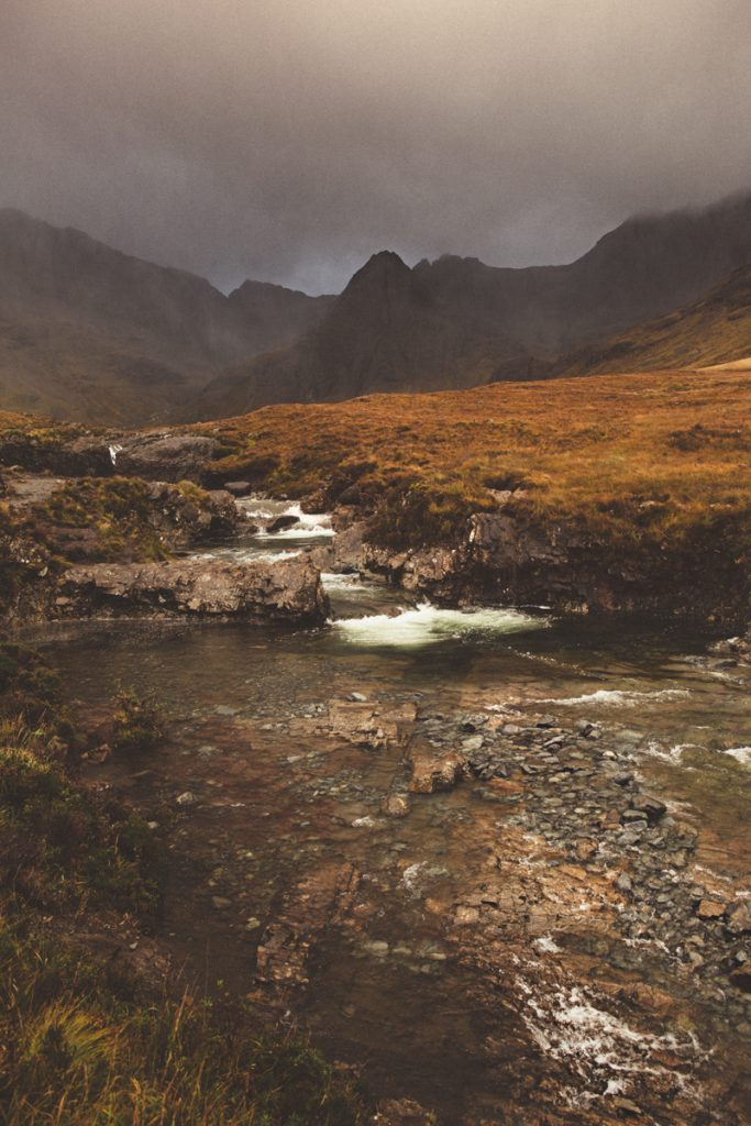 L'Ecosse en bivouac fairy pools with clouds