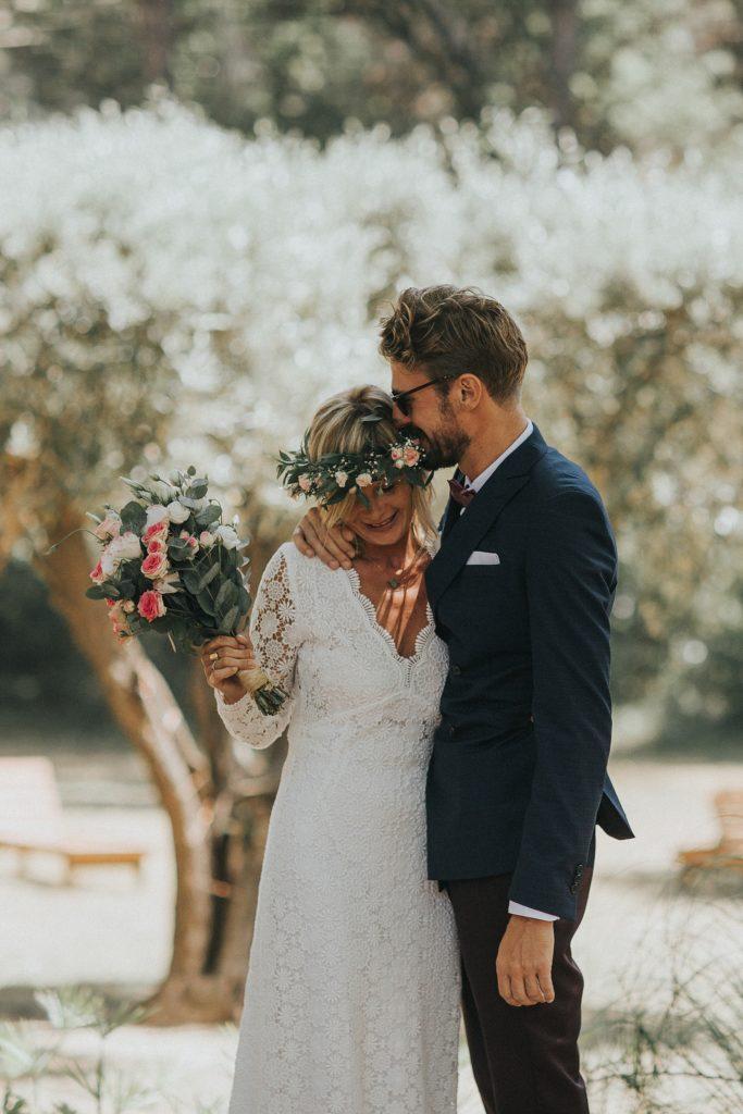 un mariage cool a cavalaire emotion des mariés au first look