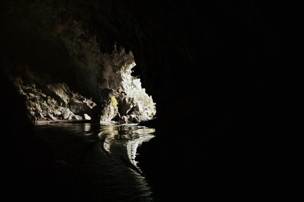 la boucle de thakhek grotte konglor