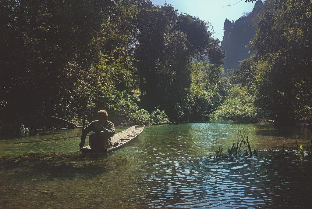 la boucle de thakhek blue lagoon pirogue
