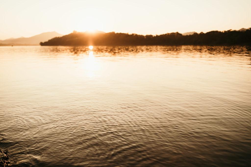 du réflex à l'hybride sunset laos