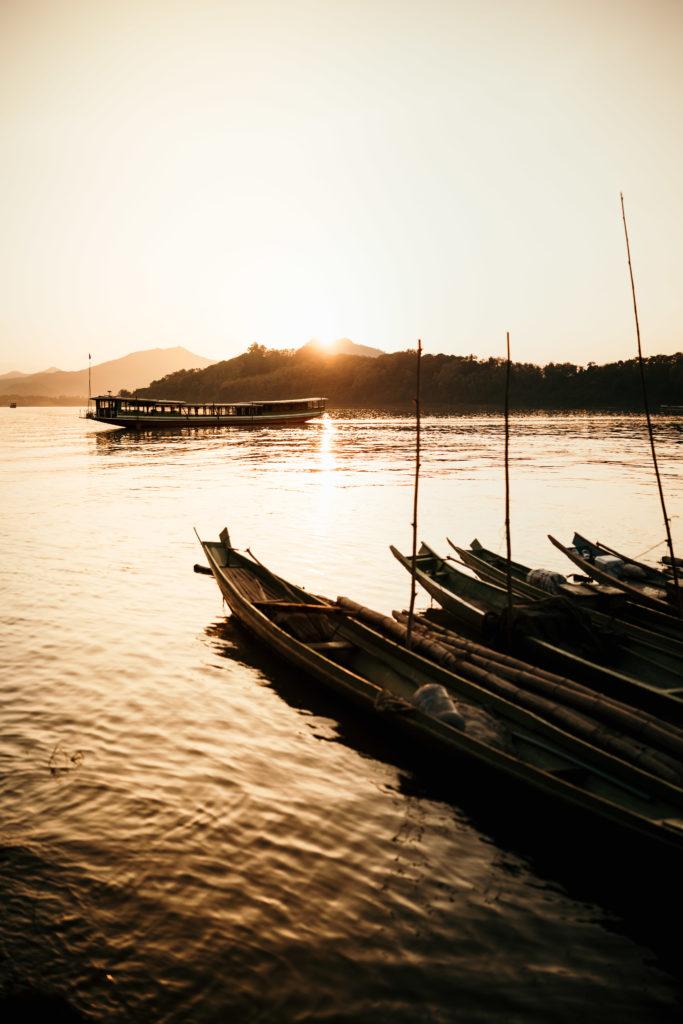 voyage au laos coucher de soleil mekong