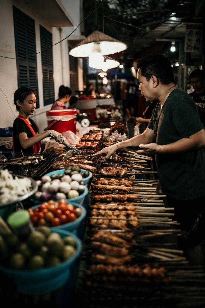 voyage au laos street food night marker luang prabang