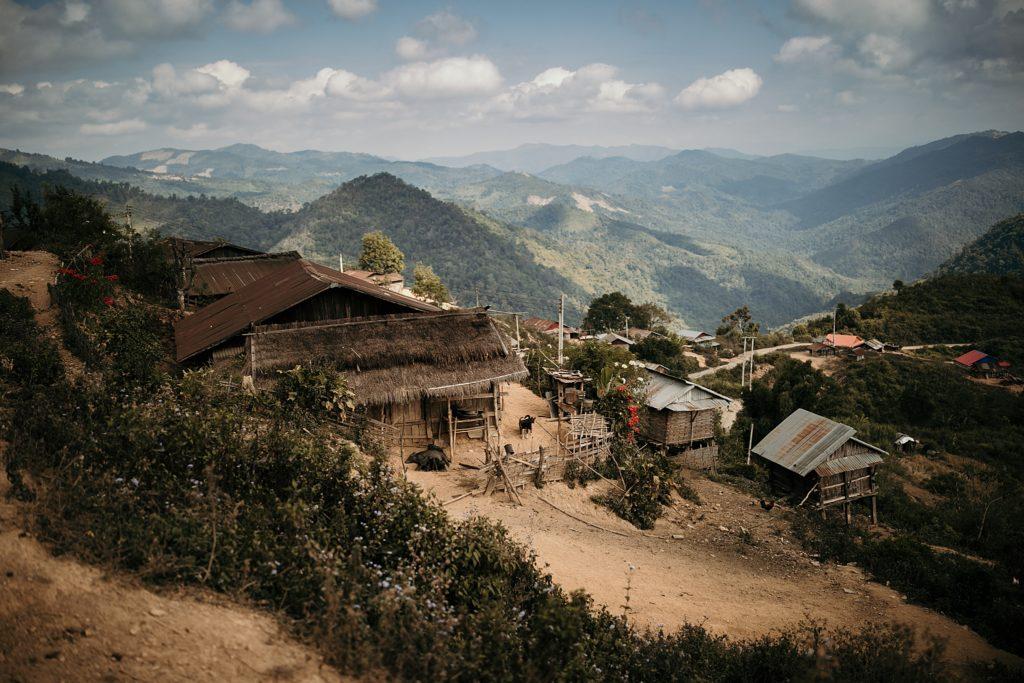 Trek au Laos chez les Akha premier village du trek