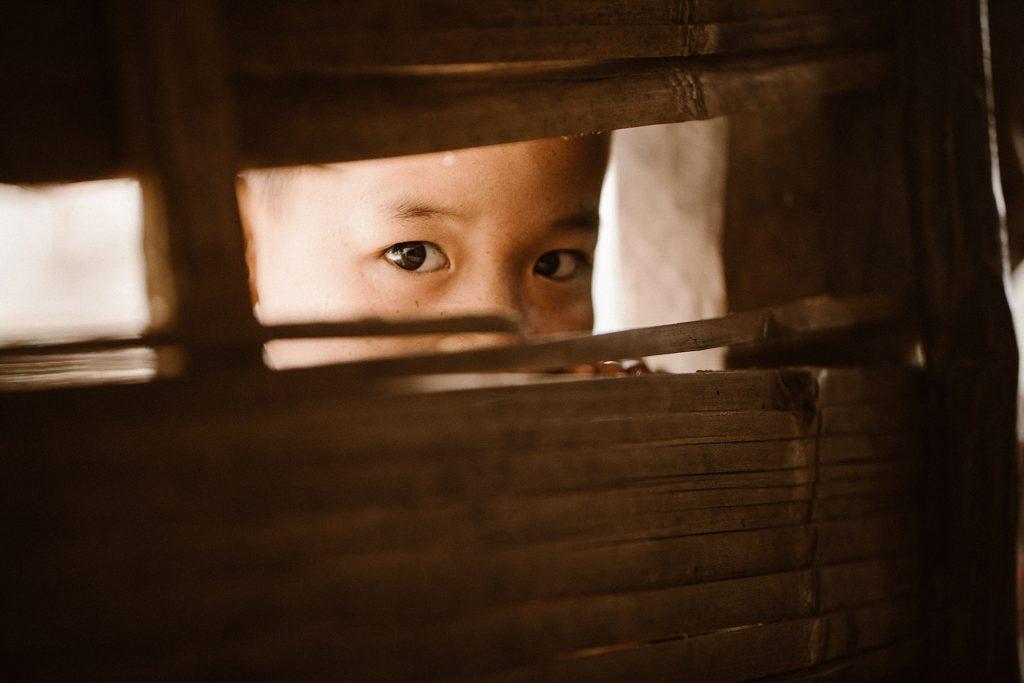 Trek au Laos chez les Akha enfant tribu laos