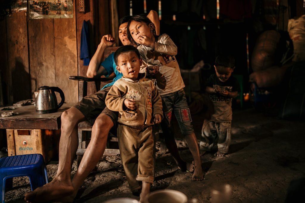 Trek au Laos chez les Akha famille akha