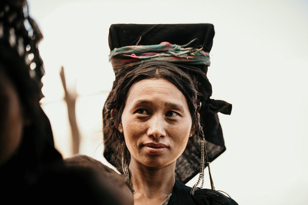 Trek au Laos chez les Akha jolie femme de tribu