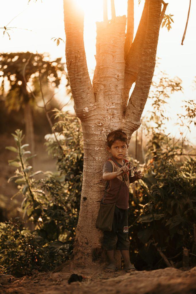 Trek au Laos chez les Akha enfant lever soleil