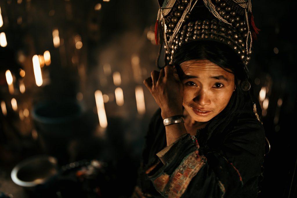 Trek au Laos chez les Akha coiffe traditionnelle akha