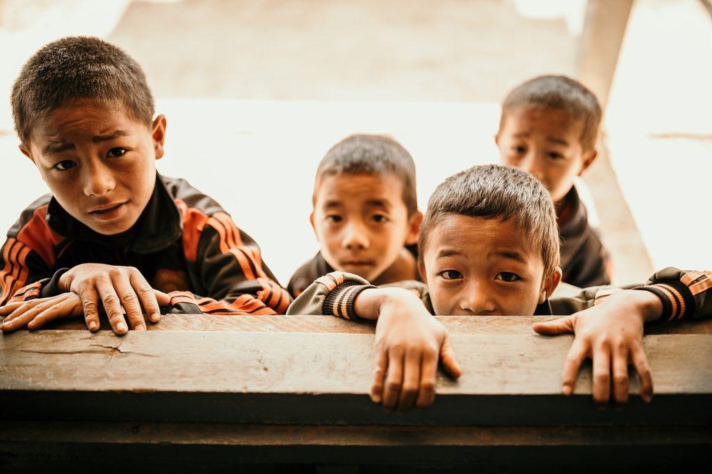 Trek au Laos chez les Akha enfants akha