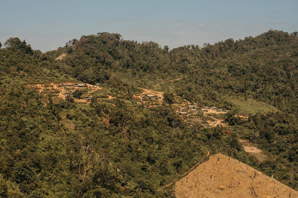 Trek au Laos chez les Akha Napoxang village vu de loin