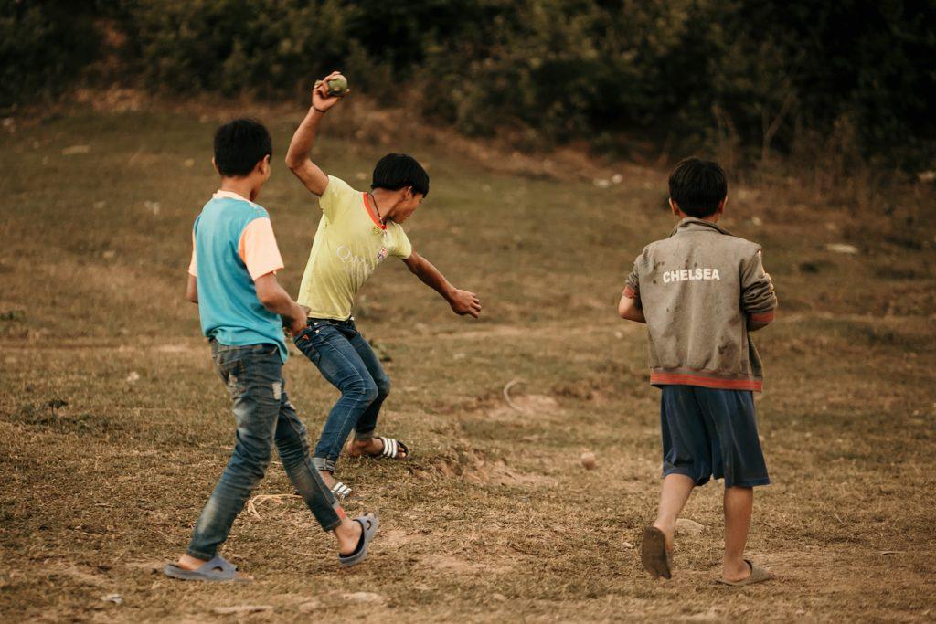 Trek au Laos chez les Akha jeu traditionnel