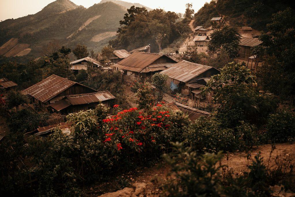 Trek au Laos chez les Akha joli village de montagne