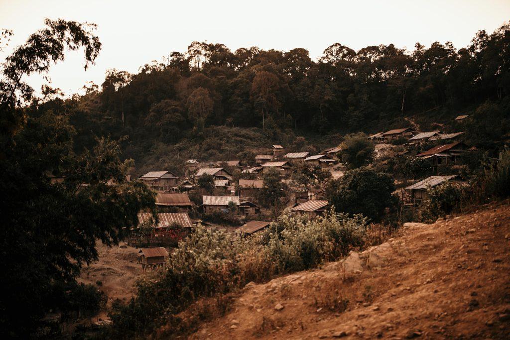 Trek au Laos chez les Akha village akha le soir