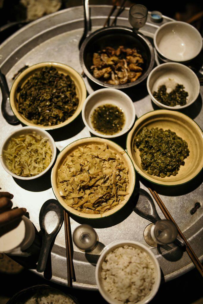 Trek au Laos chez les Akha repas pendant le trek