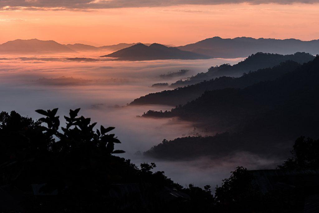 trek au laos chez les akha mer de nuage