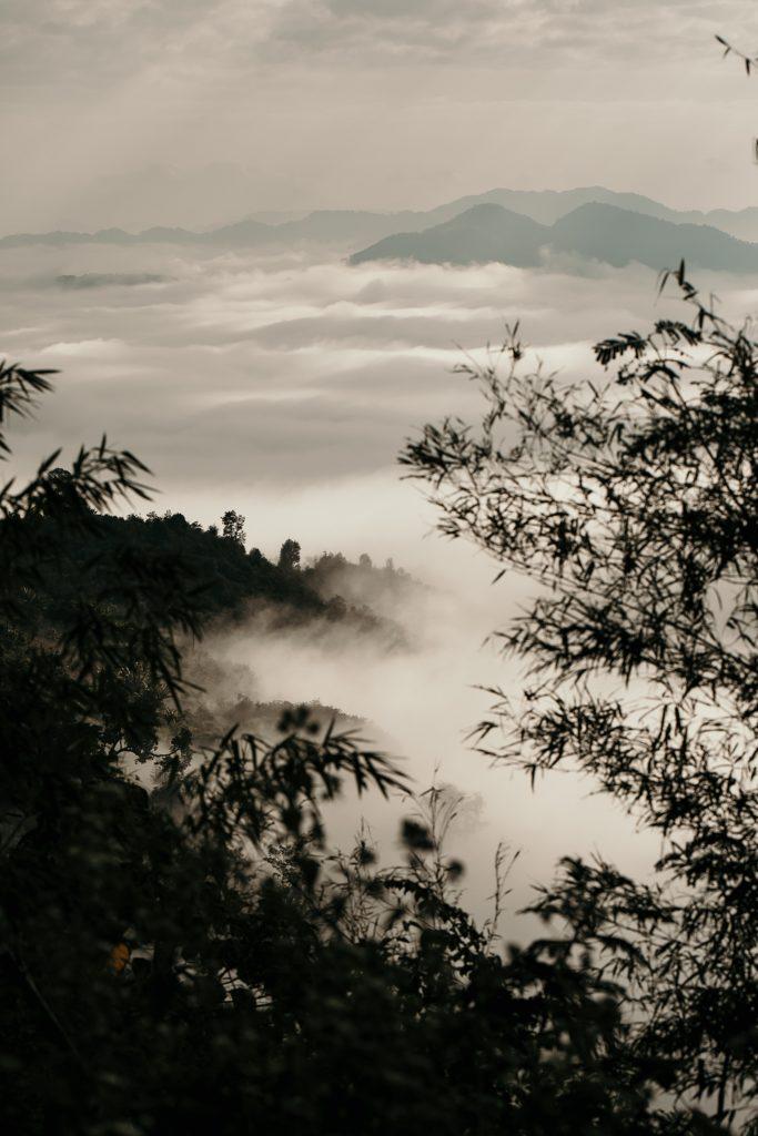 Trek au Laos chez les Akha mer de nuage en montagne