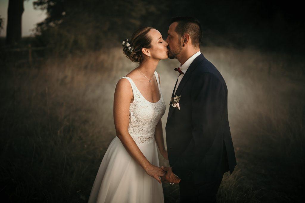 mariage a lille baiser des mariés ambiance moody