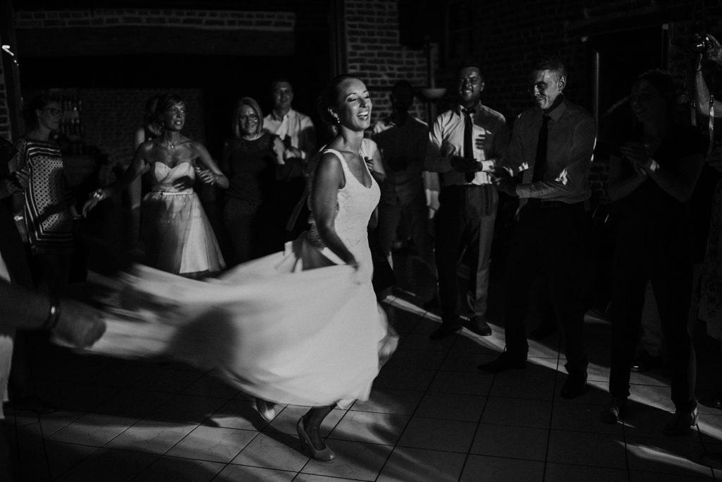 mariage a lille mariée danse en noir et blanc