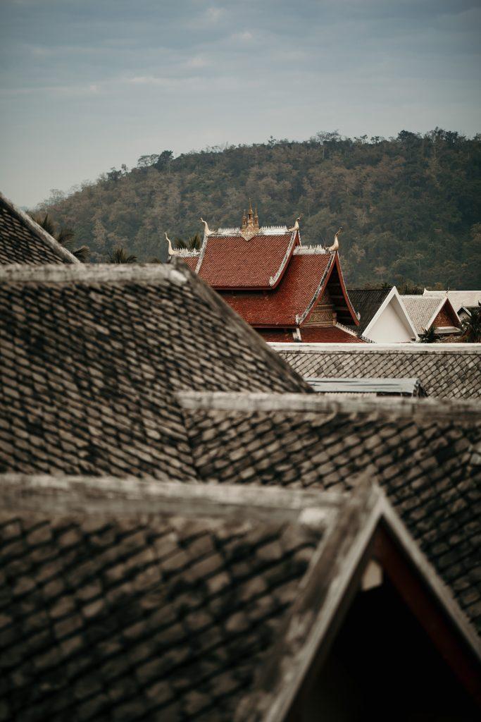 voyager au loas luang prabang toit monastère