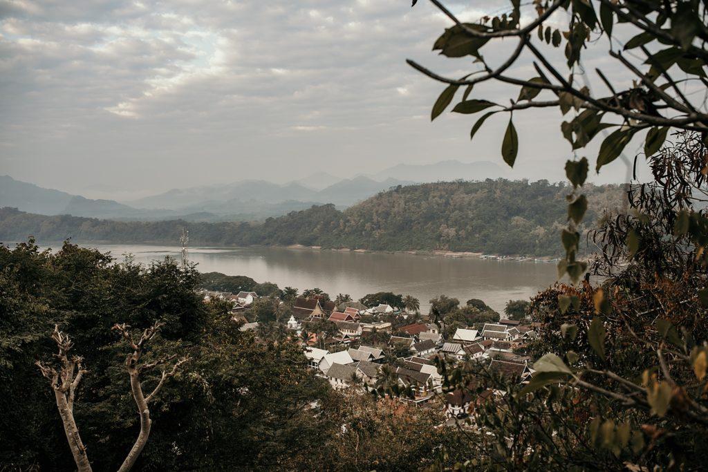 voyage au laos mont phousi sunrise