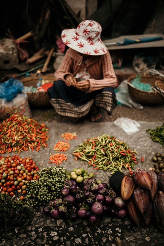 voyage au laos morning market spice