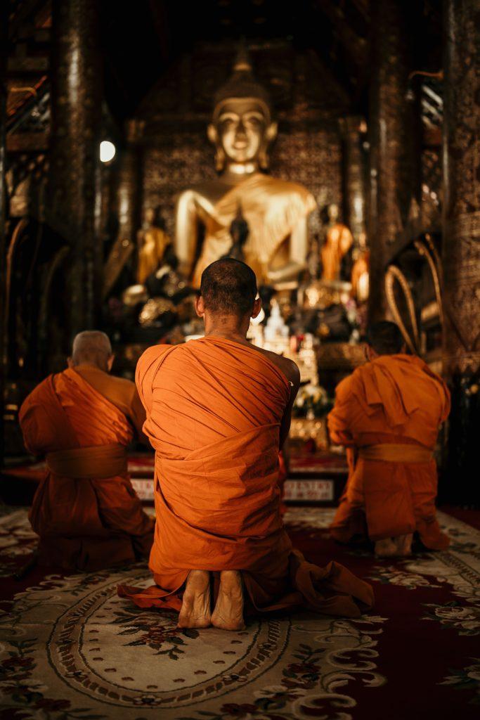 voyage au laos prière moine