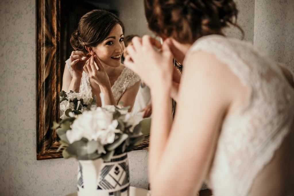Photographe Mariage Bretagne boucle d'oreilles mariage