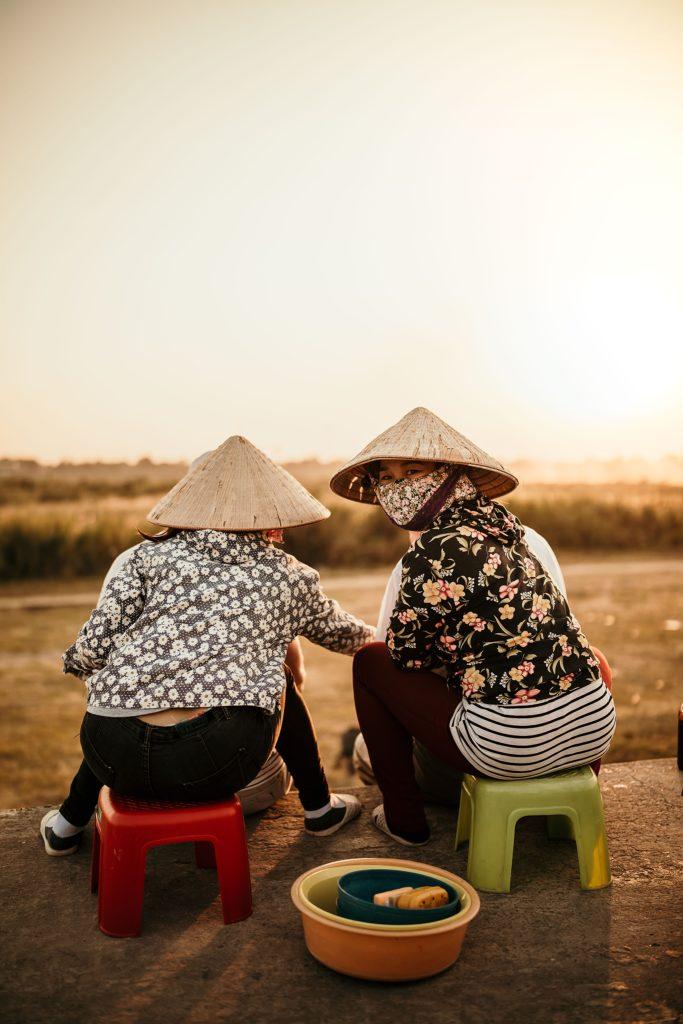 Que faire à Vientiane ? masseuse au coucher de soleil
